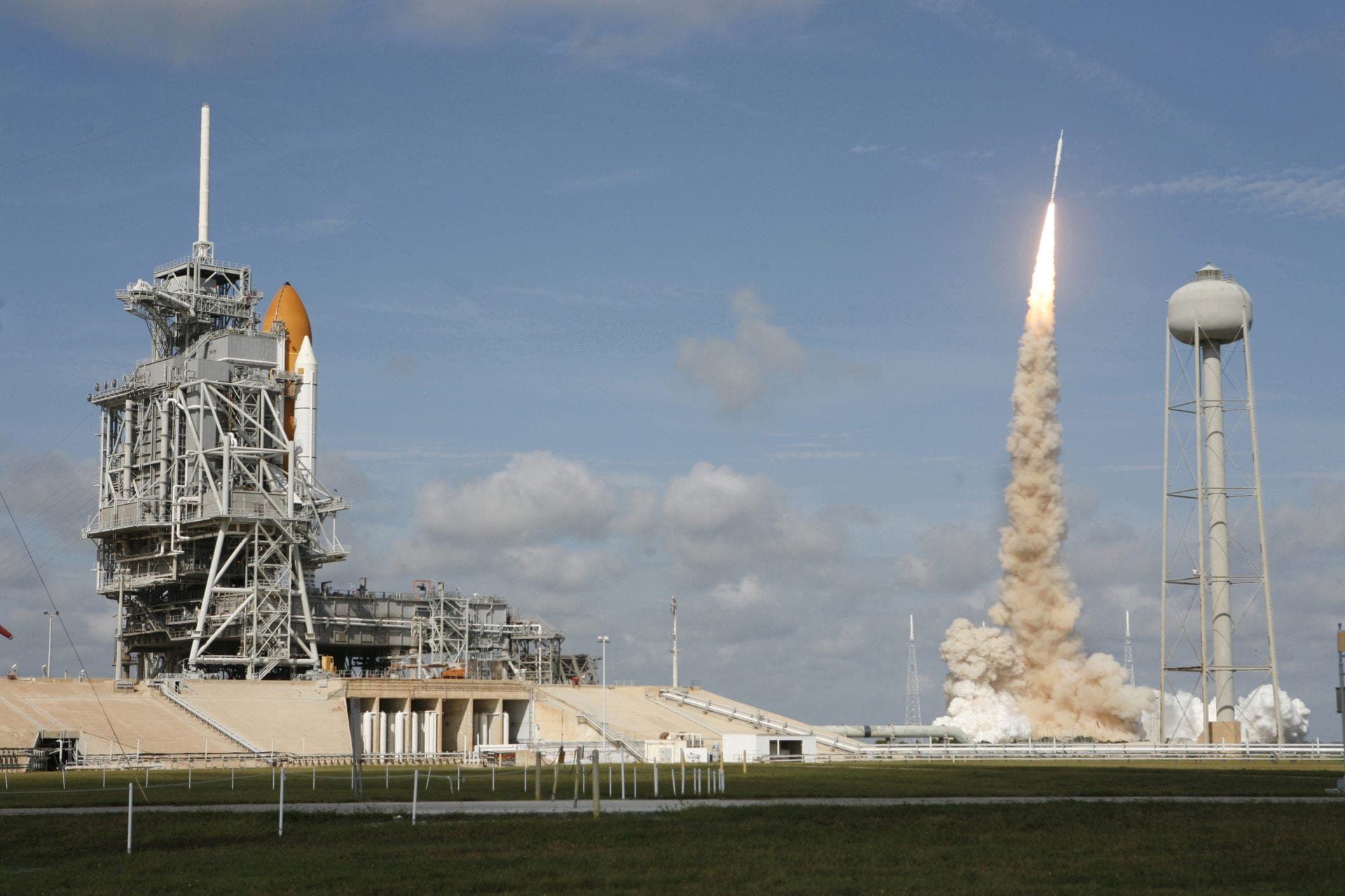 Ares I-X Launching_Shuttle